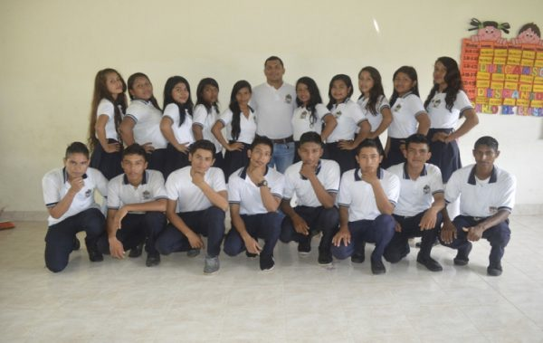 Mauren-Guayara-con-estudiantes-usuarios-de-Modalidad-B-learning.-Fuente-Mauren-Guayara-1-e1579370842395.jpg